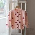 Hot 2017 primavera e outono crianças camisola meninas cardigan casaco de malha camisola do bebê dos desenhos animados cerejas camisola