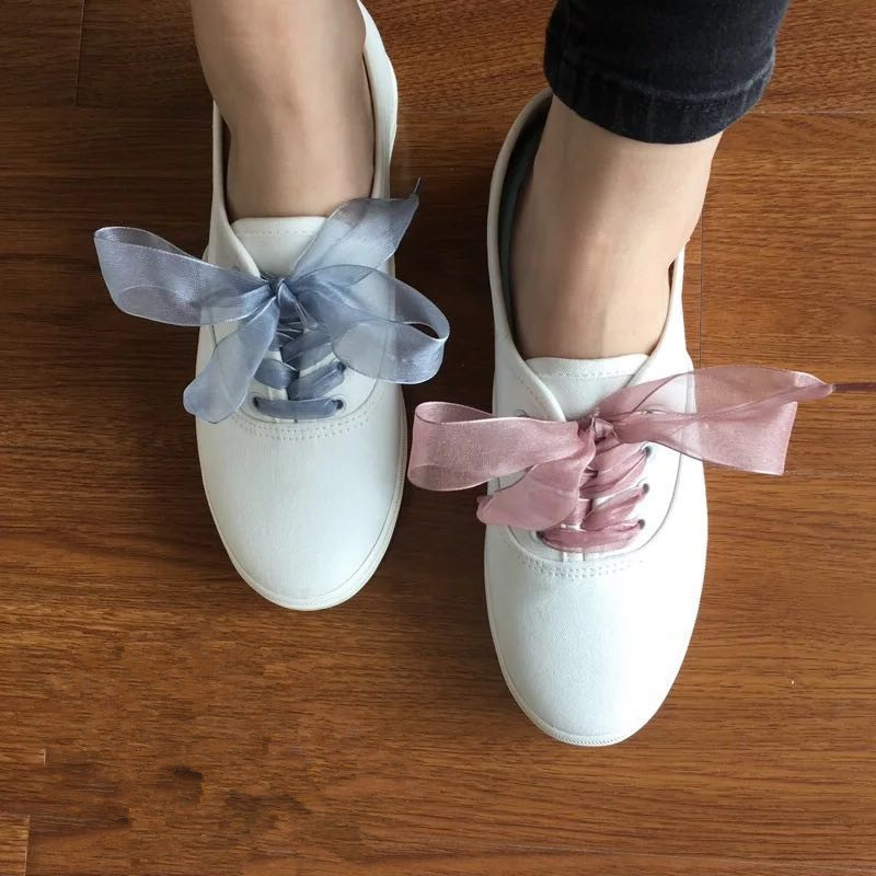 купить New Fashion Shoestrings Women Shoelaces Flat Silk Satin Ribbon Shoe Laces Charms Sneakers Sport Shoes Lace Bow Multi Colorl по цене 159.11 рублей