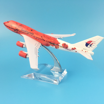 16cm Metal Airplane Model Air Malaysia Red Flower B747 400 Airlines Boeing 747 Airways Plane Model W Stand Aircraft Toys Gift