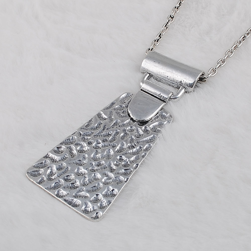 Vintage Chic Necklace Environmentally Friendly Materials Neutral Pendant Antique Silver Plating in Pendants from Jewelry Accessories