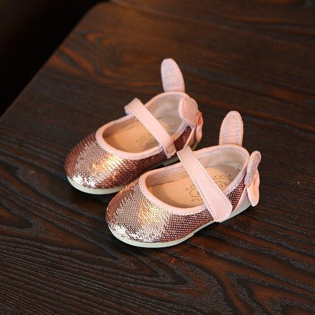 Novo Design Encantador Orelha de Coelho Infantil Sapatos de Sola Macia de Luxo Brilhando Lantejoulas Princesa Recém-nascidos Sapatos de Bebê Menina Bowknot Prewalker
