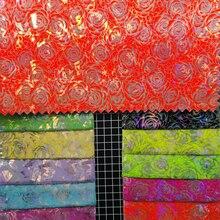 91x137 см Кожезаменитель Искусственная кожа Ткань печатных Роуз flowes hopographis блестящие Цвет изменение серебряные цветы Ткань Швейные