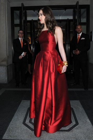 2015-Met-Gala-Hailee-Steinfeld-Sexy-Red-Carpet-Celebrity-Prom-Dress-With-Taffeta-Backless-A-Line (5)