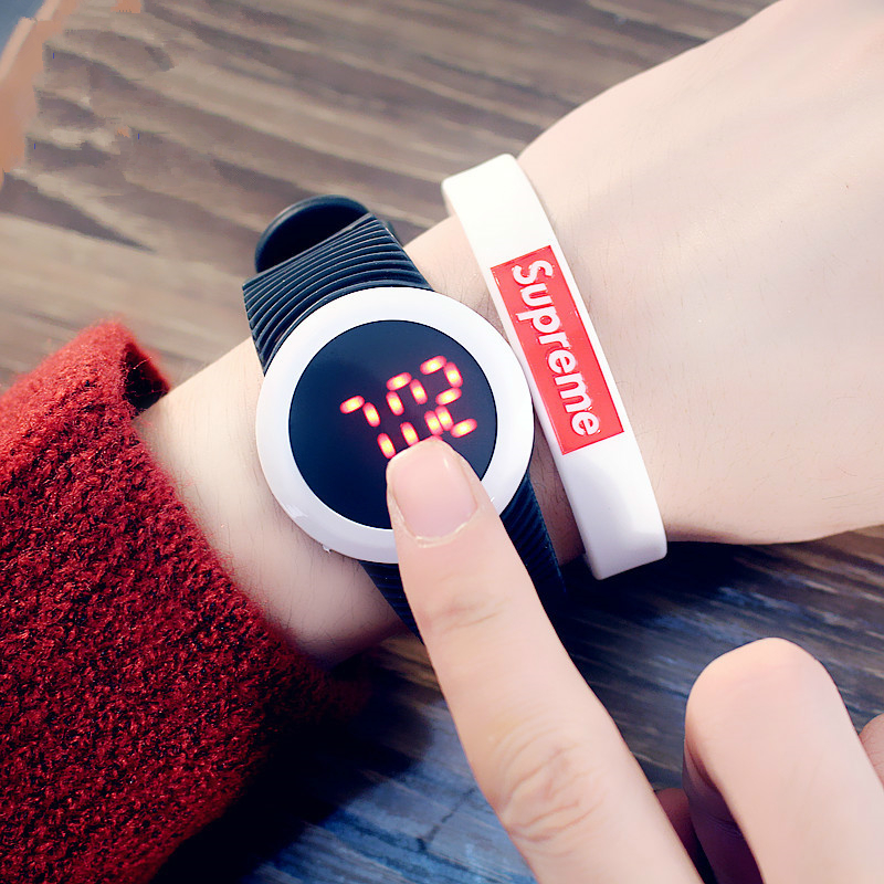 купить 2017 Candy Color Men's Women's Watch Rubber LED kids Watches Bracelet Digital Sports Wristwatch for student Reloj boy girl gift по цене 182.91 рублей