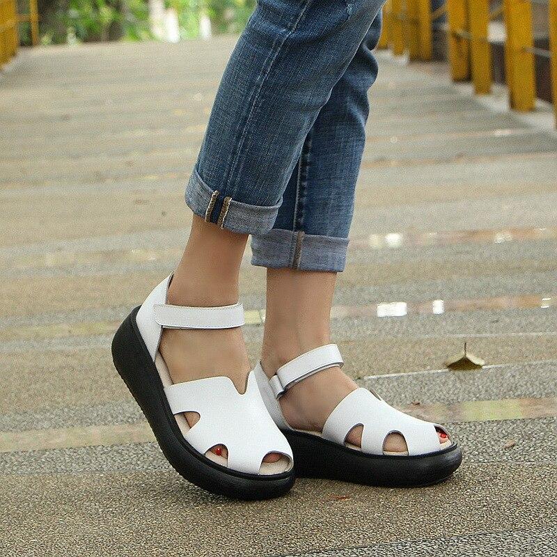 หนังใหม่ retro ความสูงรองเท้าแตะหญิงฤดูร้อนหนาด้านล่างรองเท้ามัฟฟินด้านล่าง baotou หนังโรมันรองเท้าผู้หญิง-ใน รองเท้าส้นสูง จาก รองเท้า บน   3