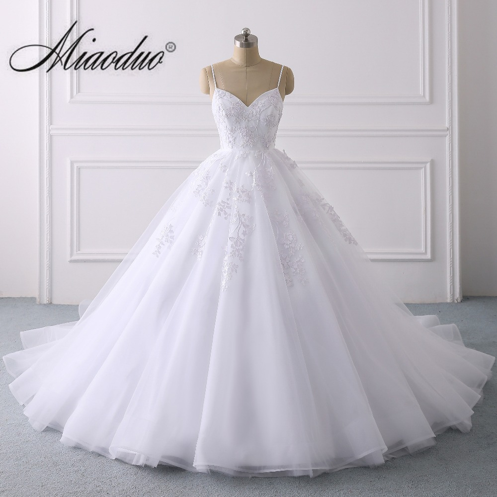 Elegant Lace Applique Ball Gown Wedding Dress 2019 Sexy Spaghetti Straps Princess Bridal Gown Vestido de Noiva White Spring New gown