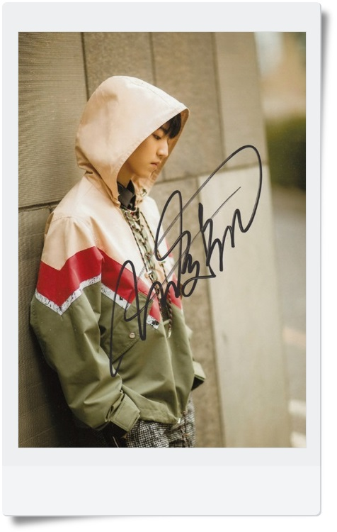 signed TFBOYS Karry Wang Junkai autographed original photo  7 inches collection freeshipping  062017 2 Versions signed haruki murakami autographed original photo 7 inches freeshipping 062017
