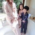 Семья Взгляд Мама и Я Одежде Соответствия Семья Одежда Наборы мать Дочь Отца мальчик сплошной цвет V шеи спать носить