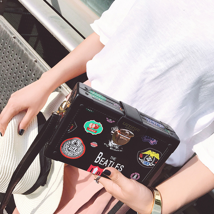 The Same Style Of Star New Fashion Vintage Flap Bag Personality Embroidery Box Messenger Bag Panelled