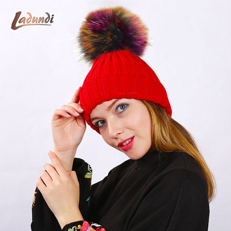 Фирменные шапочки для Для женщин шляпа девушка ОММ красочный помпонами шапка женская шерстяная вязаная шапка gorro feminino toca gorros