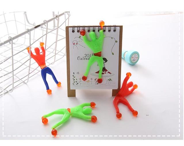 12 unids/lote pared pegajosa escalada escalador niño juguetes de fiesta para niños divertidos favores Regalo de Cumpleaños juguete favorito de los niños
