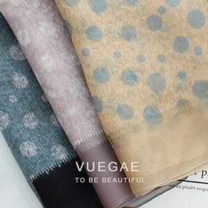 Image 5 - Foulard Foulard en laine à pois pour femme