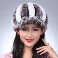 Besty Primavera Moda Inverno Real Rex Coelho Chapéus De Pele de malha Grossa Quente Natual Genuine Fur Cap Chapéus Pom Pom Gorro
