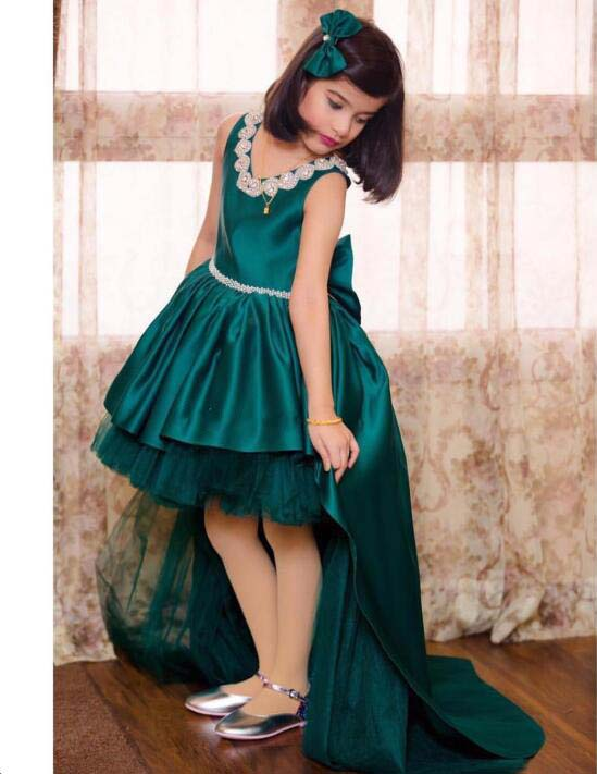 Long train hi lo jewel V-neck flower girl dresses emerald green crystals rhinestones junior prom gown for pageant with headpieceLong train hi lo jewel V-neck flower girl dresses emerald green crystals rhinestones junior prom gown for pageant with headpiece