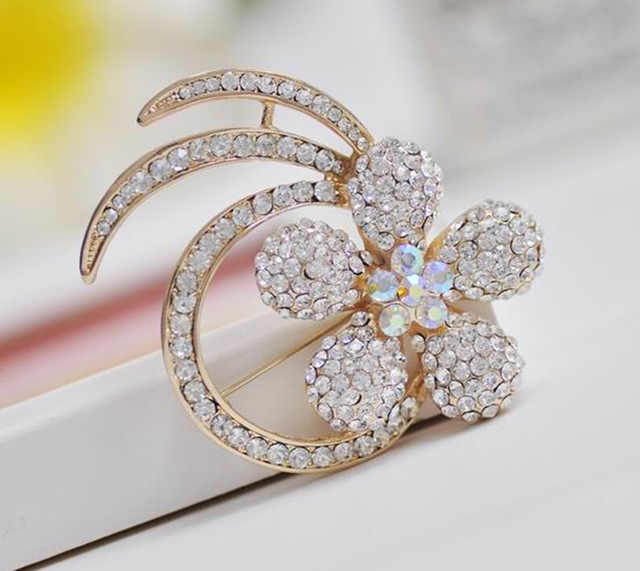 39e76810a3a Hesiod Delicate Crystal Rhinestone Brooch Banquet Jewelry Simulated Pearl  Goldfish Brooches Pins Wedding Bridal Dress Decoration
