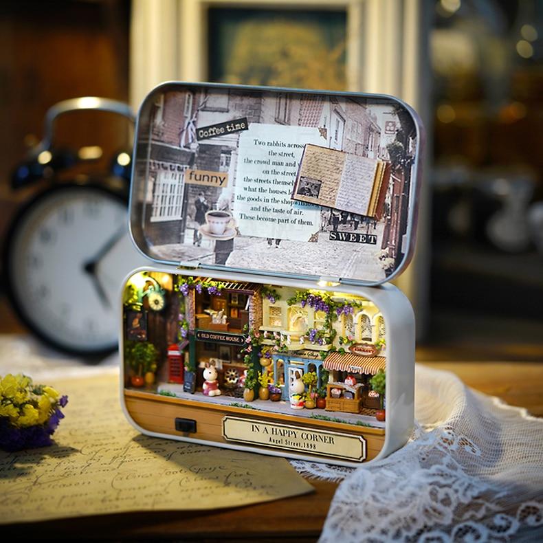 In a Happy Corner Box Theatre 3D DollHouse Specification: