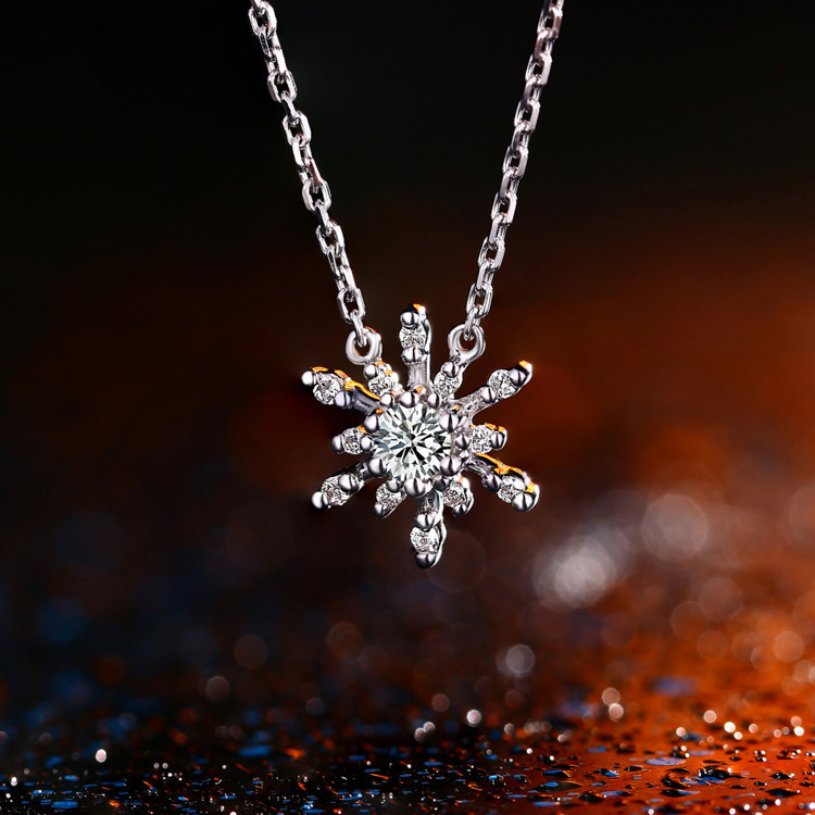 18k gold diamond snowflake pendant necklace charming fine jewelry 18k gold diamond snowflake pendant necklace charming fine jewelry 2015 new design best price for wedding in pendants from jewelry accessories on mozeypictures Gallery