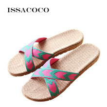 лучшая цена ISSACOCO 2018 Women's Summer Cross-tied Linen Slippers Flat Canvas Non-slip Flax Slippers Beach Flip Flops Bathroom Slippers Hot