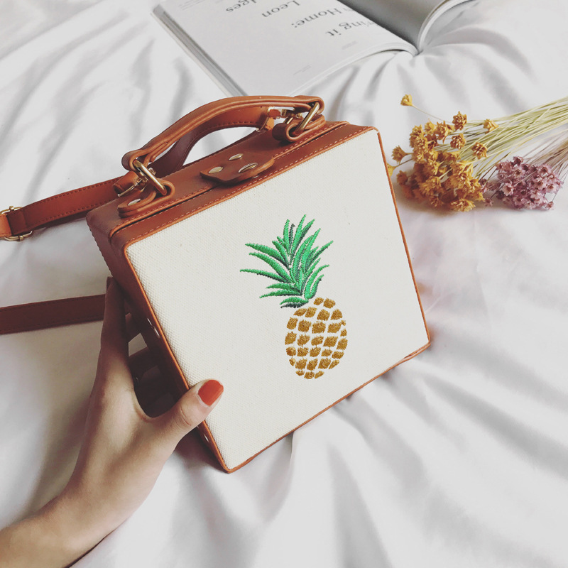 DUDINI Fashion Embroidery Pineapple Lady Shoulder Bags Toast Shape Messenger Bag Women Handbags Square Bag Leisure Handbag 2017 fashion women bag fun flamingo design embroidery handbag for girl hit square bag leisure female shoulder messenger party