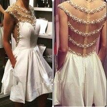 Dsingern Perlen Kristall Kleid Prom Homecoming Kleider Illusion Bodice 2017 White Satin Eine Linie Kurz Graduation Kleid Echt Fotos