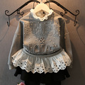2016 outono nova gola de renda jaqueta cinza de manga longa bebê Hoodies meninas falso 2 pcs carta estilo infantil das meninas do partido pérola traje