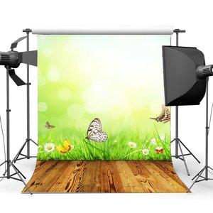 Image 1 - Природный весенний фон бабочка цветущие свежие белые цветы зеленая трава Луг боке блестки винтажный деревянный пол