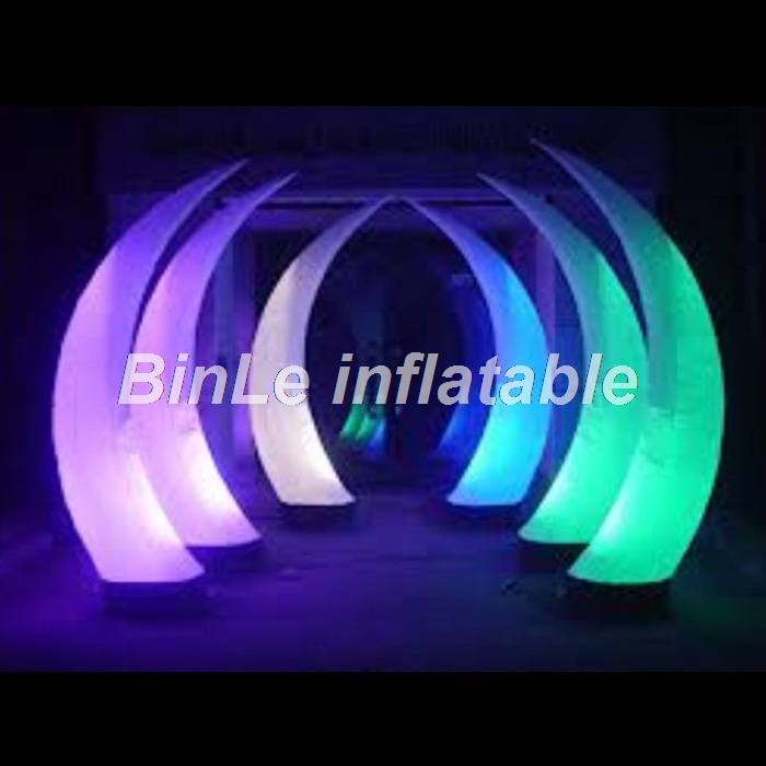 Popular gorgeous colorful giant inflatable led tusk  inflatable crescent pillars inflatable horn for wedding stage decorationPopular gorgeous colorful giant inflatable led tusk  inflatable crescent pillars inflatable horn for wedding stage decoration