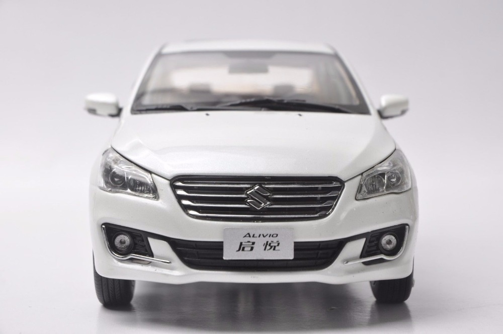 1//18 Scale SUZUKI Alivio White Diecast Car Model Toy Collection Gift NIB