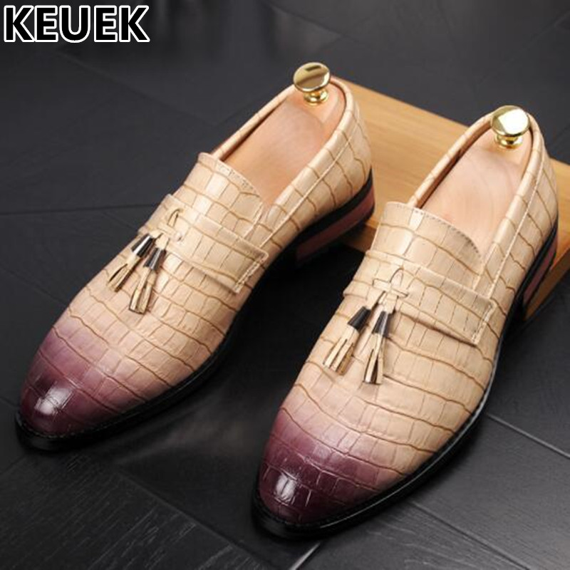 Pointed toe Male Tassel Loafers Vintage Low-top Casual Leather shoes Breathable Fashion Slip-On Flats British style 03 pointed toe tassel leather shoes men slip on brogue shoes flats british style rivet shoes casual loafers chaussure homme 022