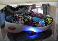 2017 Hot Children Shoes Fashion With LED Lamp Flashing Girls Boys Cartoon Roller Skaters Kids Sneakers