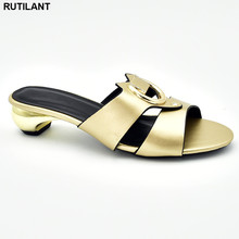 Mais recente design sapatos de verão mulher nigeriana sapatos de festa decorado com strass moda sandalias rasteiras femininas 2018