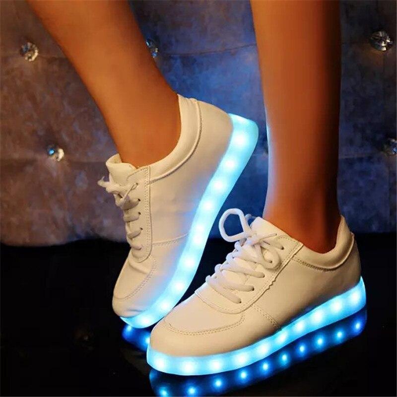 Aliexpress.com Comprar zapatillas con caña Usb Colorido Zapatos Luminosos Glow Light Up Zapatillas Led Hombres Niños Tenis de Simulación Led Blanco y negro
