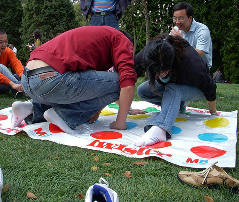 Twister-Body-Game-Friend-Family-Funny-Toys-English-Instructions-Exercise-Coordination-Of-Gadgets-Classic-Kids-Outdoor-Sport-Game-2