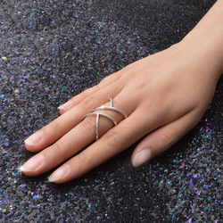Özel tasarım çekicilik söz moda Twisted zarif büküm yüzük kadınlar kızlar için tam parlak CZ taş 925 gümüş takı