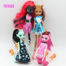 1 High Quality Fasion Monster Dolls Draculaura/Clawdeen Wolf/ Frankie Stein / Black WYDOWNA Spider Moveable Body Girls Toys Gift