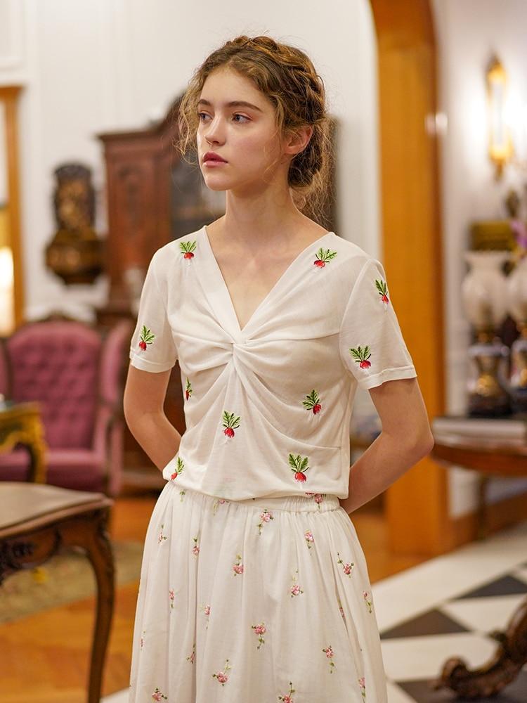 LYNETTE'S CHINOISERIE eté Design Original femmes all-match Mori filles radis broderie Vintage col en v mince blanc T-shirt