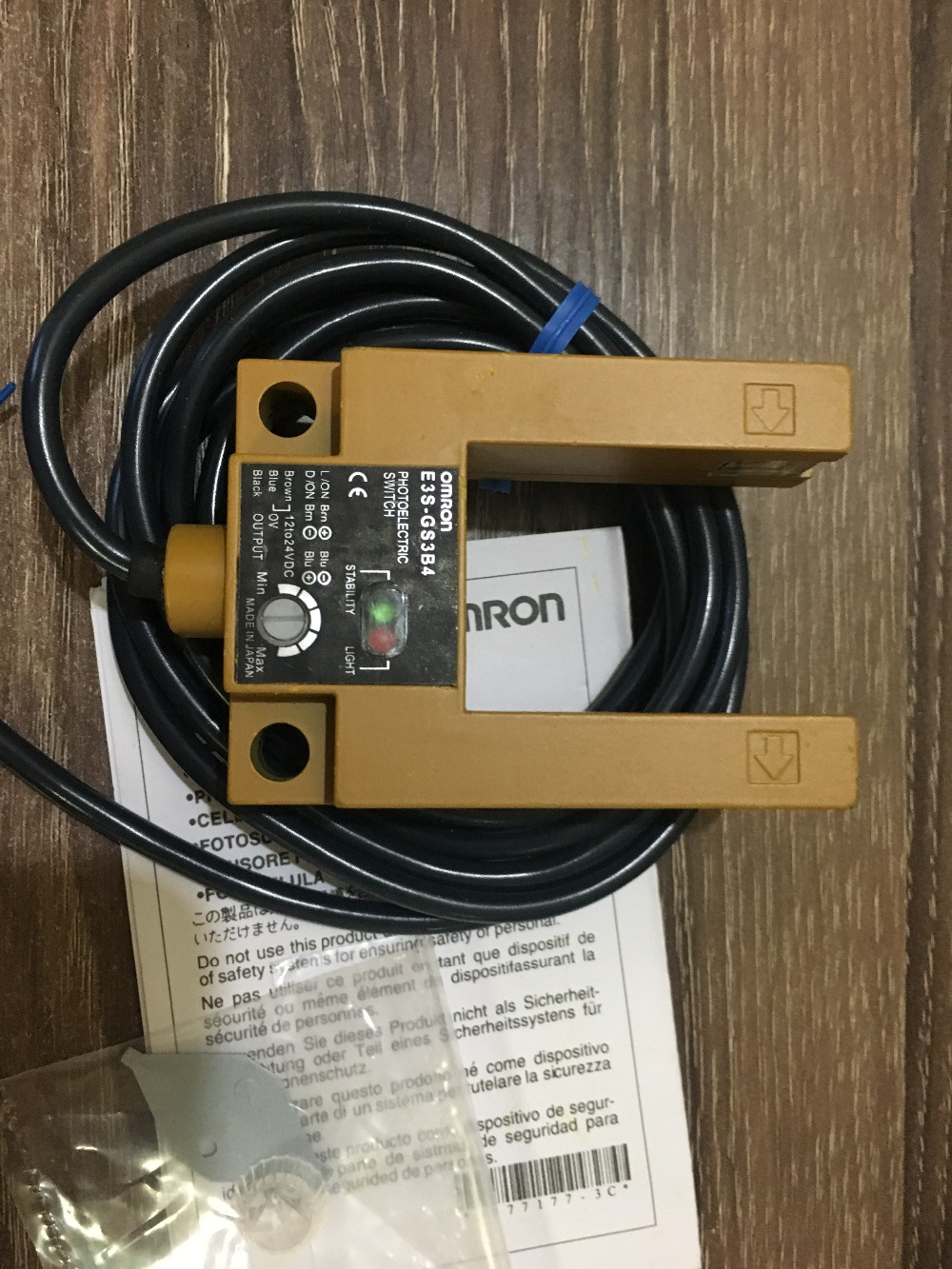 E3S-GS3B4 OMRON photoelectric sensor цены