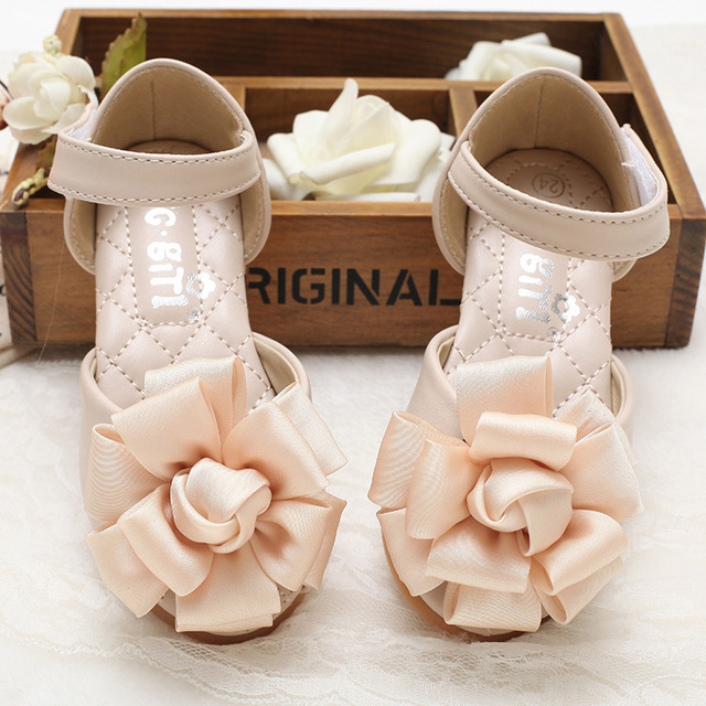 2607b785ac35a 2018 Summer Sweet Style Children Sandals Girls Princess Beautiful Flower Shoes  Kids Flat Sandals Baby Girls Korea Shoes
