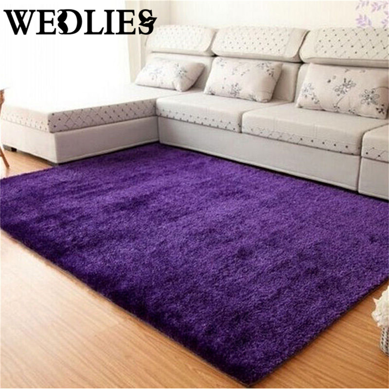 Living Room Decoration With Fluffy Rug