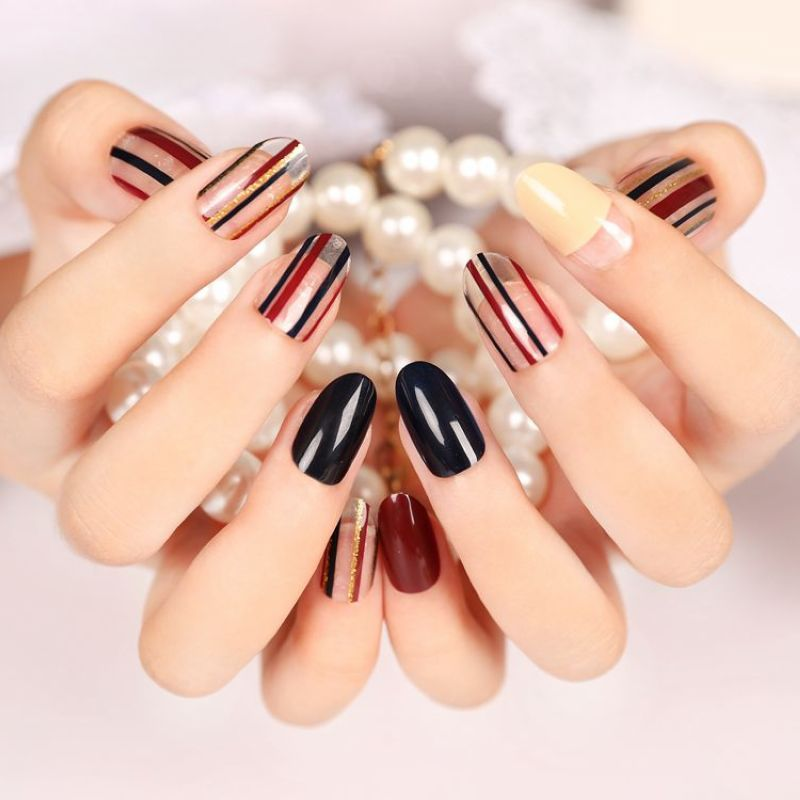 24Pcs Simple Stripe Artificial Nail Tips Pure Color Black Brown Fashion Nail Art Lady Finger Fake Nail Tips Z102