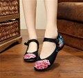 Moda primavera Estilo Chinês Flor Bordados Apartamentos Mulheres Lona Velha Pequim sapatos de Salto Plana Casuais Sapatos Único zapatos mujer