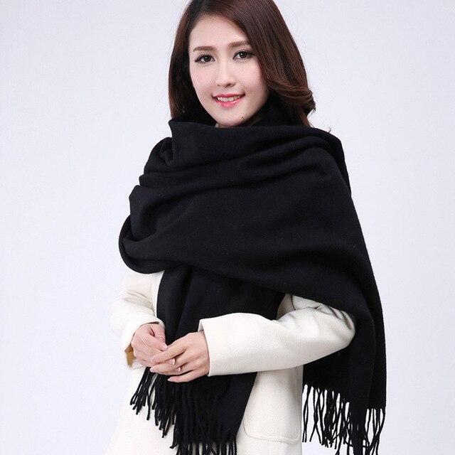 Vente chaude Noir Hiver Femmes de Laine Châle Écharpe Épaisse Chaud Wrap  Long Glands Solide Couleur afeb38d625b