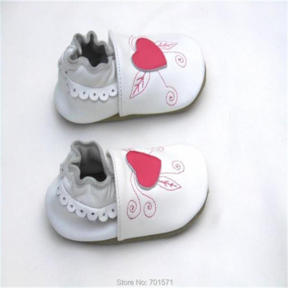 Обувь для новорожденных девочек Гарантированная мягкая подошва натуральная кожа детская обувь/темно-розовое сердце девочка Первые ходунки