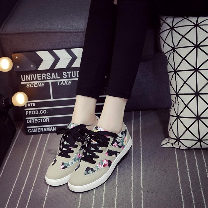 2018 Women Fashion Trend Canvas Shoes Lace-Up Print Casual Shoes Female Footwear Flat Shoes Leisure Women Sneakers CLD951 women s shoes 2017 summer new fashion footwear women s air network flat shoes breathable comfortable casual shoes jdt103