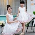 Соответствующие семья одежда девушки одеваются принцесса женские платья летняя мать и дочь ну вечеринку платья вышивка семья одежда
