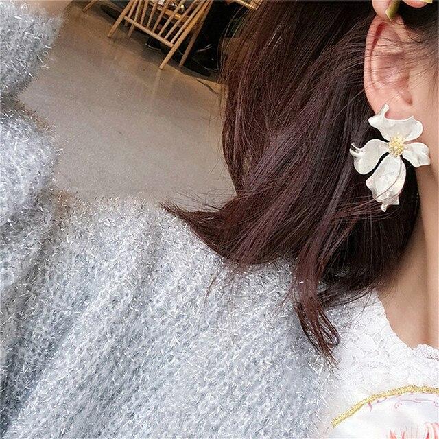 New Vintage Gold Color Metal Flower Earrings 4