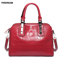2018 new genuine leather women ' s bag wholesale , hand held alligator leather crossbody bag oil wax leather bag