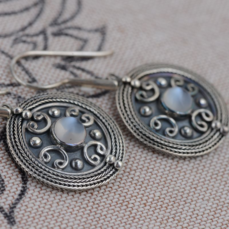 S925 silver inlaid moonstone earrings imported antique craft delicate earrings female models s925 pure silver personality female models new beeswax