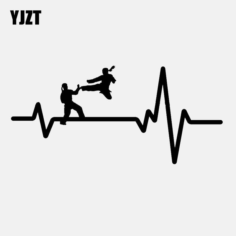 YJZT 16.8 センチメートル * 7.9 センチメートル空手制服ジャンプキック女の子ハートビートビニール黒/銀車のステッカー C22-1218