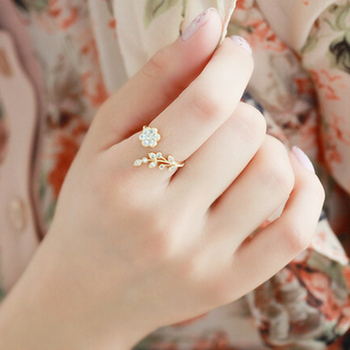 Twisted Leaves Flower Ring